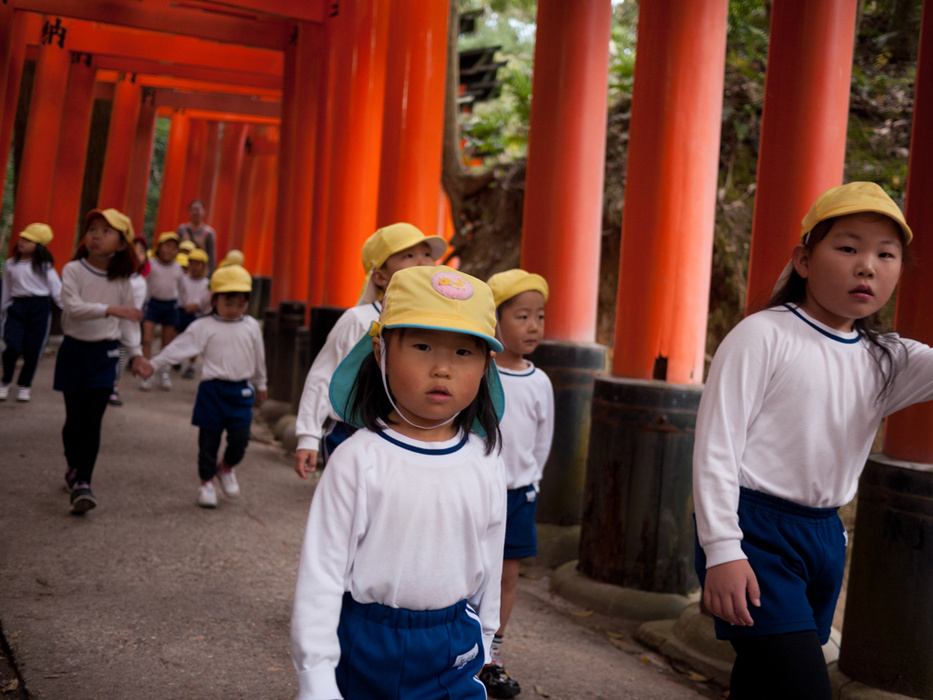 Japanese schoolchildren at Fushimi